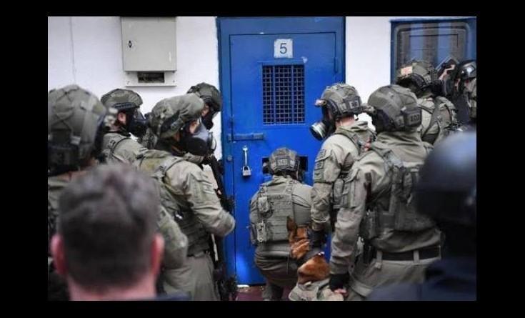 """وحدات القمع تقتحم غرف أسرى """"الجهاد"""" في سجن ريمون"""
