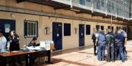 الاحتلال يقتحم سجن عسقلان وينكل بالأسرى