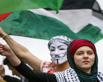 المرأة الفلسطينية.. عنوان بارز في صفحة الصمود الوطني