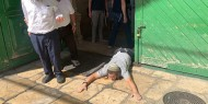 بالصور والفيديو|| مستوطنون يؤدون طقوسا تلمودية عند أحد أبواب المسجد الأقصى